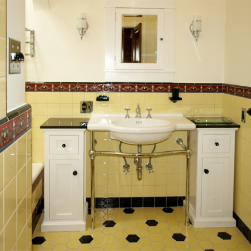 vintage-tiled-bathroom